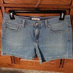 Women's Levi's 515 denim shorts, size 10